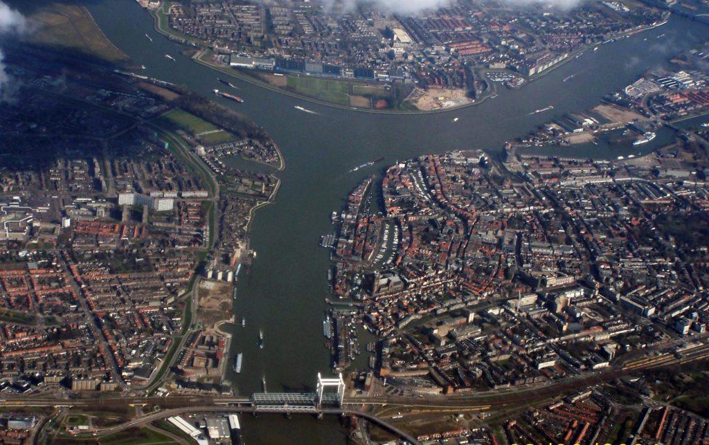 Dordrecht van bovenaf gefotografeerd